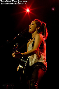 """KT Tunstall plays Webster Hall, New York City, April 11, 2011 on her first solo tour promoting her new EP """"The Scarlet Tulip""""."""