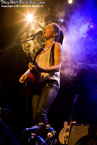"KT Tunstall plays Webster Hall, New York City, April 11, 2011 on her first solo tour promoting her new EP ""The Scarlet Tulip""."