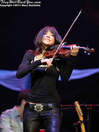 Lorenza Ponce performing March 4, 2011 at Mohegan Sun Arena in Uncasville, CT