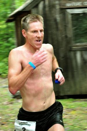 22-RunnersIntoWLB-Priscilla Messinger