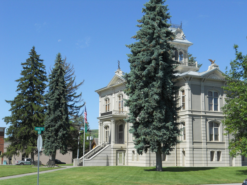 There's just a clean and well kept feeling about the small towns in Washington and Oregon. Here the County Courthouse in Dayton, WA.