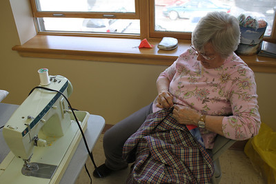 Needle Bugs Sewing Group, Salvation Army, Tamaqua (2-14-2011)