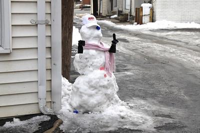 Snowman, East Cottage Ave,Tamaqua (2-24-2011)
