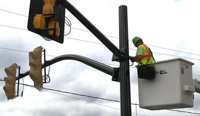 Placing New Traffic Lights, Mauch Chunk St, Tamaqua (10-20-2011)
