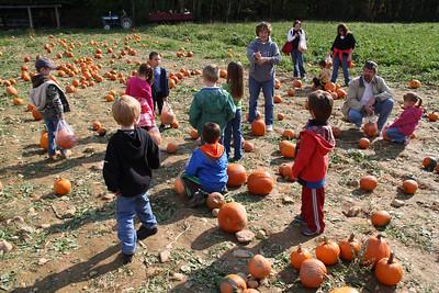 West Penn Elementary School visits Byler's Farm, Pumpkin Festival, Slatington (10-18-2011)