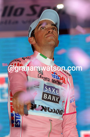 """This one's for you"" - Alberto Contador's thoughts are elsewhere today..."