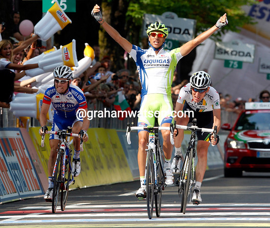 Eros Capecchi wins stage eighteen ahead of Pinotti and Seeldrayers...