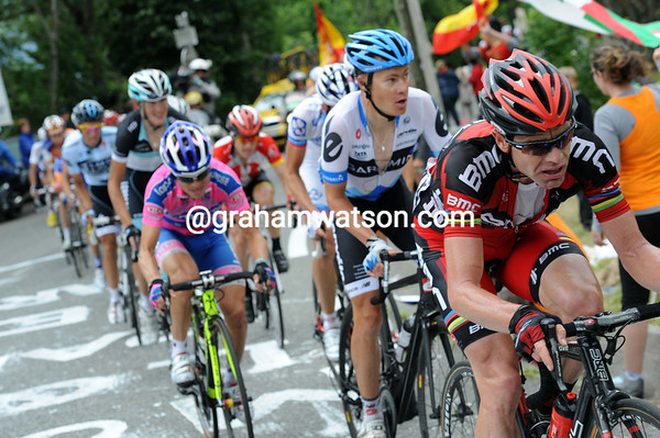 Cadel Evans looks less than comfortable as he closes the gao on Basso...