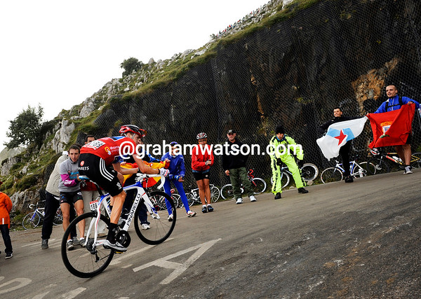 Wiggins is staring at a steep turn, and at defeat in the Vuelta when he seemed so close to winning...