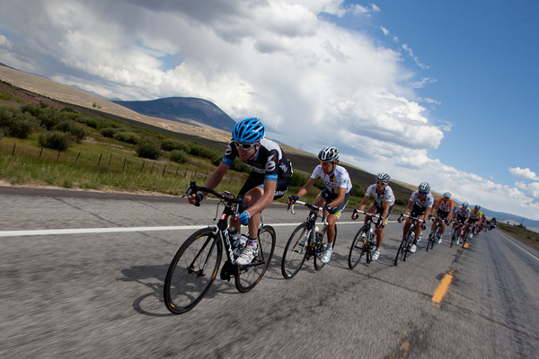 The peloton is beginning to pull the break back...