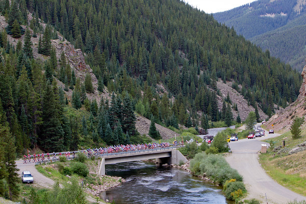 RadioShack leads the Peloton as they head towards the dirt of Cottonwood pass.