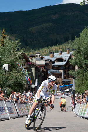 Craig Lewis starts out in front of another huge crowd in Vail today.