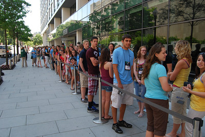 Students waiting to get inside the Newseum - compliments of Tom Tate (Sussex REC)