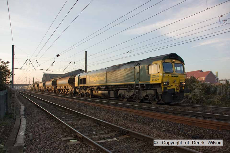 111106-001     Freightliner class 66 no 66529 is seen passing Newark, leading train 6Y54 Claypole loop-Doncaster up Decoy. The train was 'top & tailed' with 66616 at the rear.