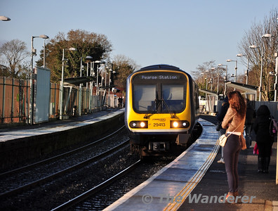 29013 arrives at Clonsilla with the 1210 M3 Parkway - Pearse. Sat 17.12.11