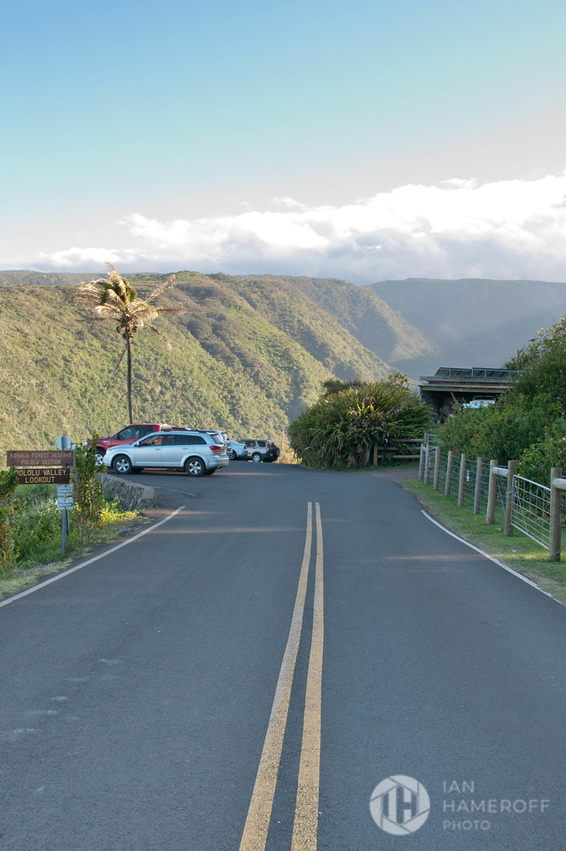 Road to the Pololū Valley Lookout
