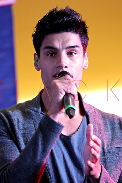 NEW YORK, NY - AUGUST 22:  Siva Kaneswaran performs during JetBlue's Live From T5 Concert Series at John F. Kennedy International Airport on August 22, 2012 in the Queens borough of New York City.  (Photo by Steve Mack/S.D. Mack Pictures)