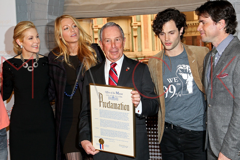"NEW YORK, NY - JANUARY 26:  Kelly Rutherford, Blake Lively, New York City Mayor Michael R. Bloomberg, Penn Badgley and Matthew Settle attend the Mayoral proclamation in celebration of the ""Gossip Girl"" 100th episode at Silver Cup Studios on January 26, 2012 in New York City.  (Photo by Steve Mack/S.D. Mack Pictures)"