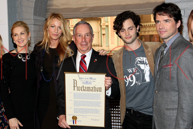 """NEW YORK, NY - JANUARY 26:  Kelly Rutherford, Blake Lively, New York City Mayor Michael R. Bloomberg, Penn Badgley and Matthew Settle attend the Mayoral proclamation in celebration of the """"Gossip Girl"""" 100th episode at Silver Cup Studios on January 26, 2012 in New York City.  (Photo by Steve Mack/S.D. Mack Pictures)"""
