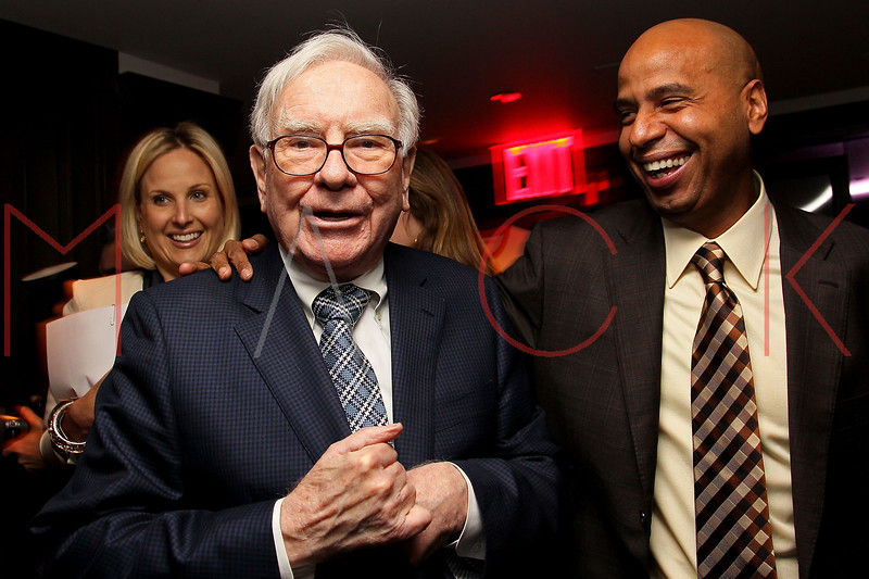 NEW YORK, NY - JANUARY 18:  Warren Buffett and 'OG' Juan Perez attend the grand re-opening of Jay-Z's 40/40 Club on January 18, 2012 in New York City.  (Photo by Steve Mack/S.D. Mack Pictures)