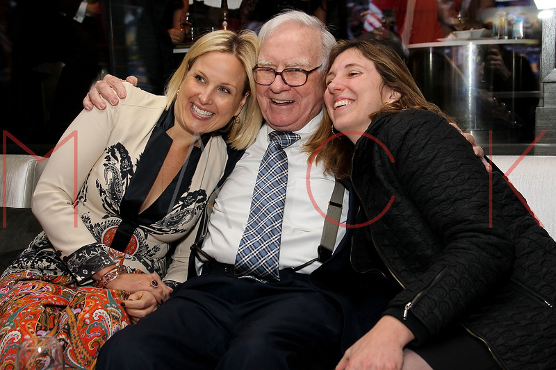 NEW YORK, NY - JANUARY 18:  Warren Buffett (middle) attends the grand re-opening of Jay-Z's 40/40 Club on January 18, 2012 in New York City.  (Photo by Steve Mack/S.D. Mack Pictures)
