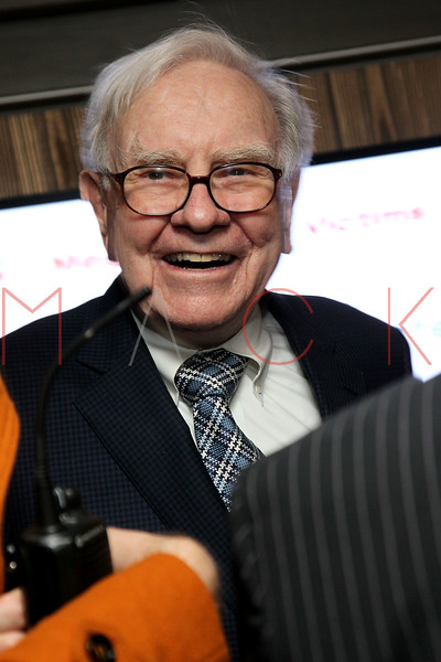 NEW YORK, NY - JANUARY 18:  Warren Buffett attends the grand re-opening of Jay-Z's 40/40 Club on January 18, 2012 in New York City.  (Photo by Steve Mack/S.D. Mack Pictures)