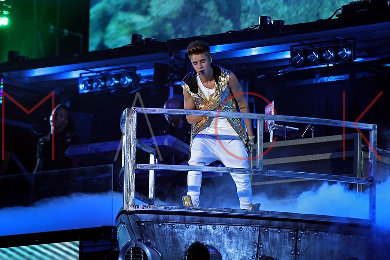 NEW YORK, NY - NOVEMBER 12:  Justin Bieber performs at the Barclays Center on November 12, 2012 in the Brooklyn borough of New York, New York.  (Photo by Steve Mack/S.D. Mack Pictures)