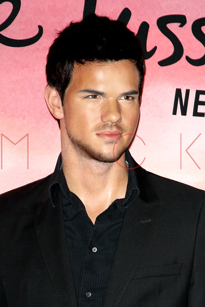 """NEW YORK, NY - NOVEMBER 15:  Taylor Lautner's wax figure at the Taylor Lautner """"The Twilight Saga"""" wax figure unveiling at Madame Tussauds on November 15, 2012 in New York City.  (Photo by Steve Mack/S.D. Mack Pictures)"""