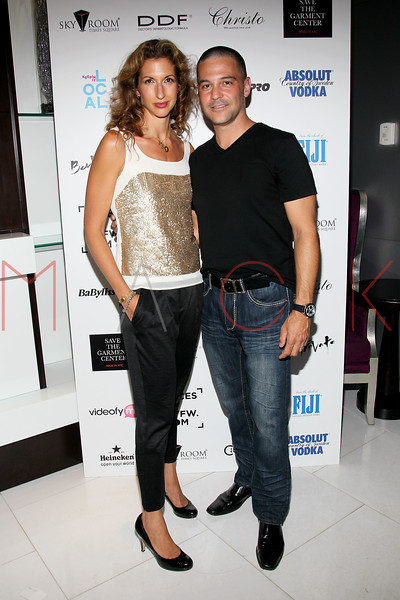 NEW YORK, NY - SEPTEMBER 06:  Alysia Reiner and David Allen Basche at Sky Room on September 6, 2012 in New York City.  (Photo by Steve Mack/Getty Images for Caravan)