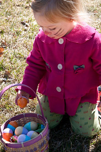 Reading Easter Egg Hunt Sponsored by the Reading Friends and Neighbors Reading VT April 7, 2012 Copyright ©2012 Nancy Nutile-McMenemy www.photosbynanci.com For The Vermont Standard: http://www.thevermontstandard.com/ Image Galleries: http://thevermontstandard.smugmug.com/