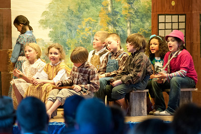 Magic in Reading, A Play by Libbet Downs Sponsored by the Reading Elementary PTO Reading VT April 12, 2012 Copyright ©2012 Nancy Nutile-McMenemy www.photosbynanci.com For The Vermont Standard: http://www.thevermontstandard.com/ Image Galleries: http://thevermontstandard.smugmug.com/