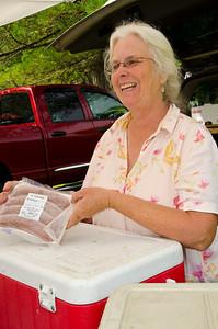 Mt Tom Farmers Market Woodstock VT July 7, 2012 Copyright ©2012 Nancy Nutile-McMenemy www.photosbynanci.com For The Vermont Standard: http://www.thevermontstandard.com/ Image Galleries: http://thevermontstandard.smugmug.com/