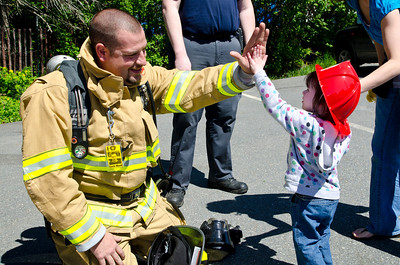 Touch A Truck Extravaganza Hartland Library and Hartland Rec. Center Hartland VT May 12, 2012 Copyright ©2012 Nancy Nutile-McMenemy www.photosbynanci.com For The Vermont Standard: http://www.thevermontstandard.com/ Image Galleries: http://thevermontstandard.smugmug.com/