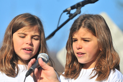 Anna and Taya Brittion sing the national athem 2