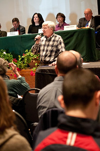 Hartland Town Meeting 2012 Damon Hall Hartland VT March 6, 2012 Copyright ©2012 Nancy Nutile-McMenemy www.photosbynanci.com For The Vermont Standard: http://www.thevermontstandard.com/ Image Galleries: http://thevermontstandard.smugmug.com/