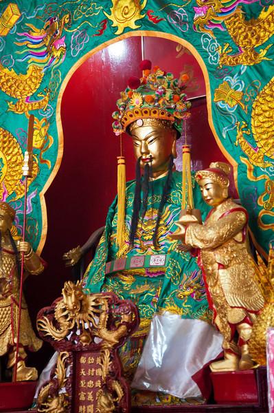 076 Guan Di statue in Guan Di Temple