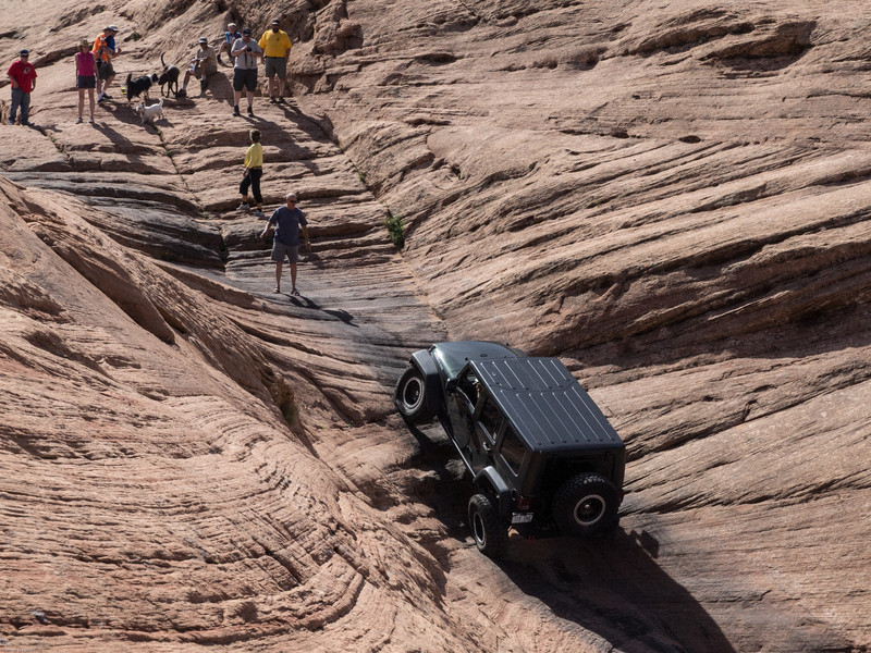 Cruse Moab - Hells Revenge<br /> Jeep in Hells Gate