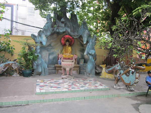November 05 - Temple near Oanh