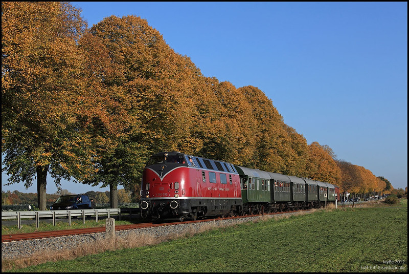 I pinched this photo off Drehscheibe-online, you can see from the watermaring on it highlights it as not being my pic, I hope the photographer, if he sees this doesn't object too much. It captures V200.033 perfectly near to Warendorf. Amazingly enough it also captures me, overtaking the train in the Black VW Touran I hired for the weekend!