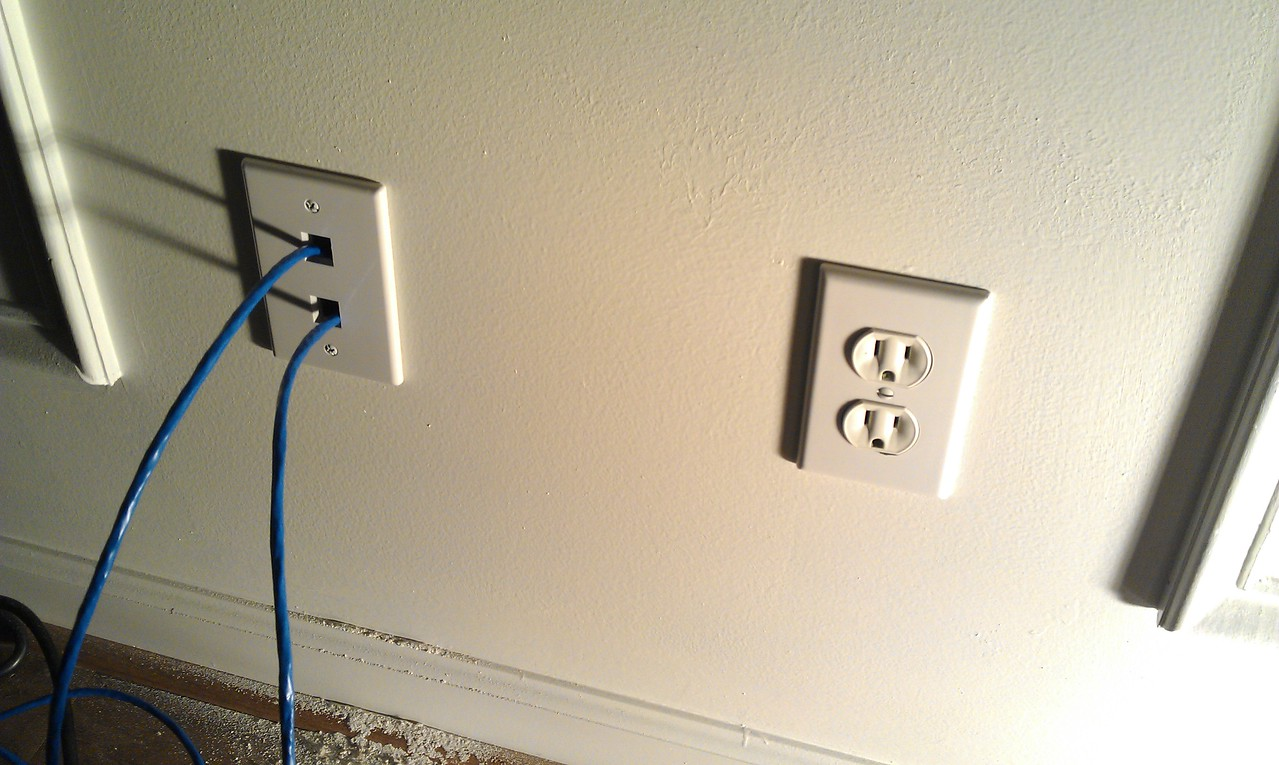 Wall plate temporarily installed