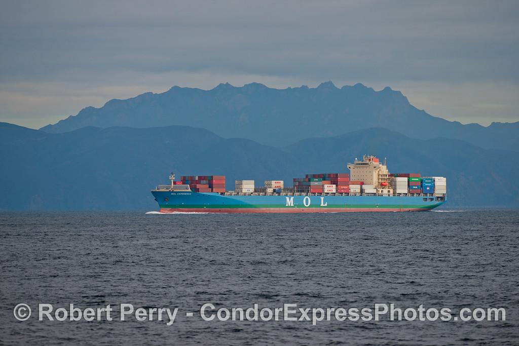 vessel container MOL Experience & Boney Ridge 2012 12-22 SB Channel-006