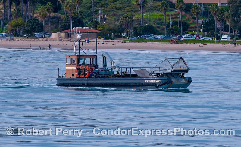 vessel kelp cutter Ocean Harvest 2012 12-28 SB Harbor-015