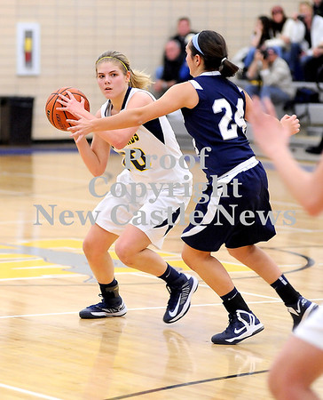 Courtney Caughey-Stambul/NEWS<br /> Wilmington senior Sarah Slonaker looks for an open teammate.