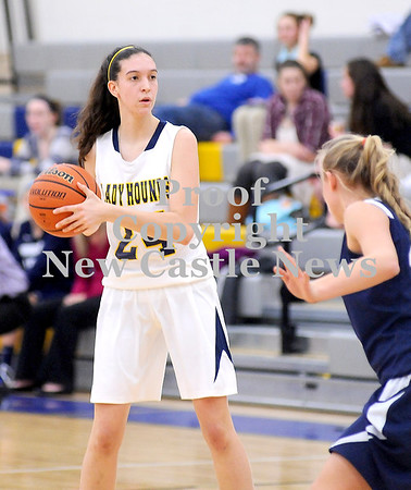 Courtney Caughey-Stambul/NEWS<br /> Wilmington senior Carly Christofferson searches for an open teammate last night against Mercer.