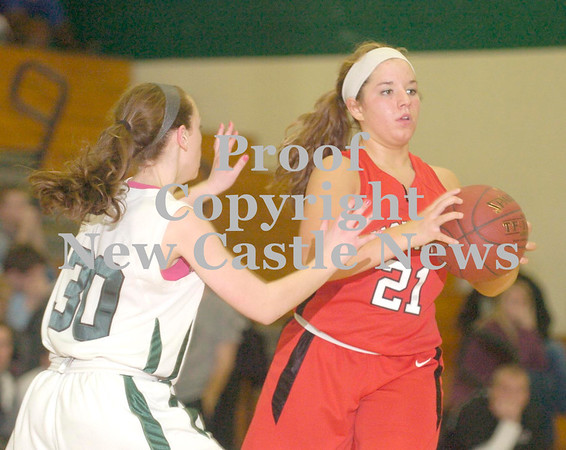 Erica Galvin/NEWS<br /> Mohawk's Lucia Fee looks to pass to a teammate as Riverside's Katie Stang defends.