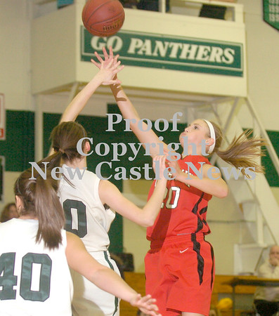 Erica Galvin/NEWS<br /> Shelby Brown shoots over the Riverside defense.