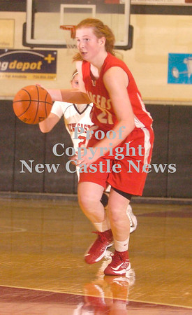 Erica Galvin/NEWS<br /> Erin Warvell drives to the hoop on a fast break.