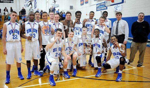 Courtney Caughey-Stambul/NEWS<br /> Union players and coaches pose for a photo with the championship trophy.
