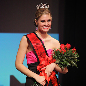 Sara Jolley, Miss Gardner-Webb, poses for a pictures