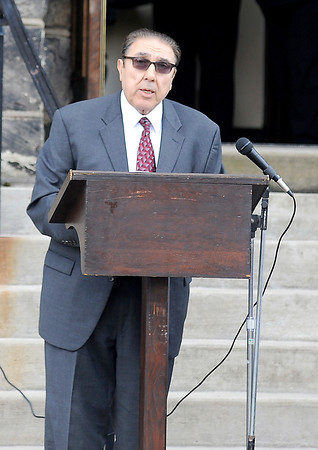 Courtney Caughey-Stambul/NEWS<br /> Frank Aloi, Superintendent of the Ellwood City Area School District and former teacher of Sabo, speaks on Sunday.